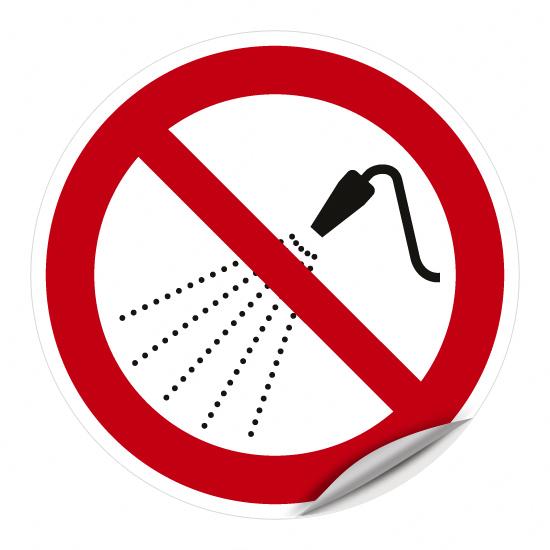 Mit Wasser spritzen verboten P016